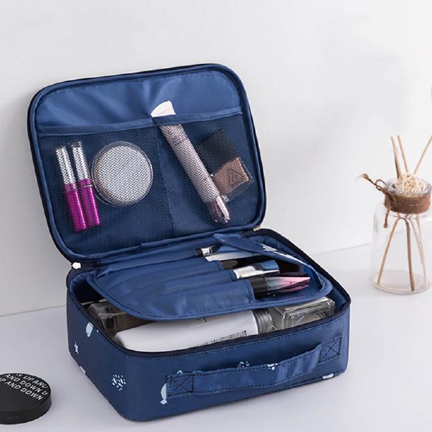川朵家 妆包女便携式大容量化妆袋少女心旅行随身洗漱品收纳盒 A款新升级--深蓝海鱼